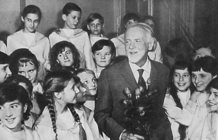 Kodaly with roses children